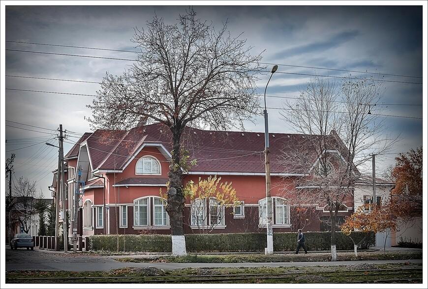 обычный жилой дом по ул.Мукимий.