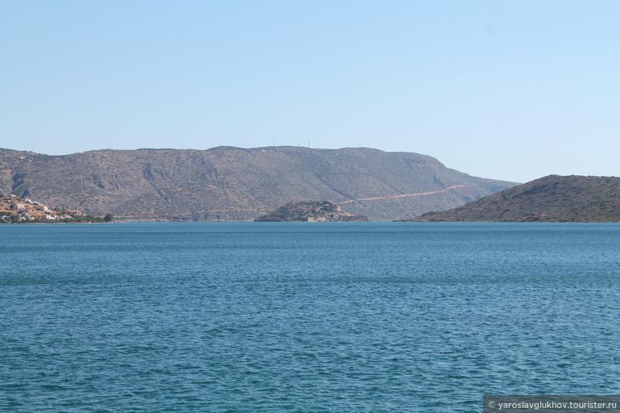 Вид на остров Спиналонга из порта Элунды.