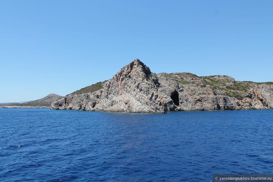 Одна из скал полуострова Спиналонга.