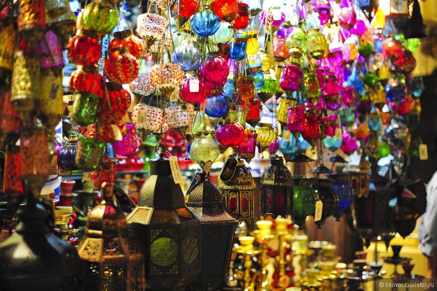 Восточный базар возле Мадинат Джумейра. Разнообразие цветов и красок
