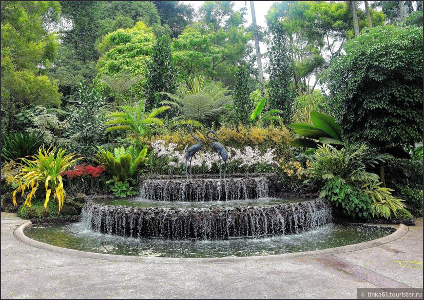 Фонтан с цаплями в Саду орхидей.