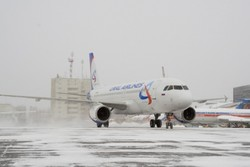 Самолет «Уральских авиалиний» вынужденно сел в Самаре из-за дебоша двух узбеков