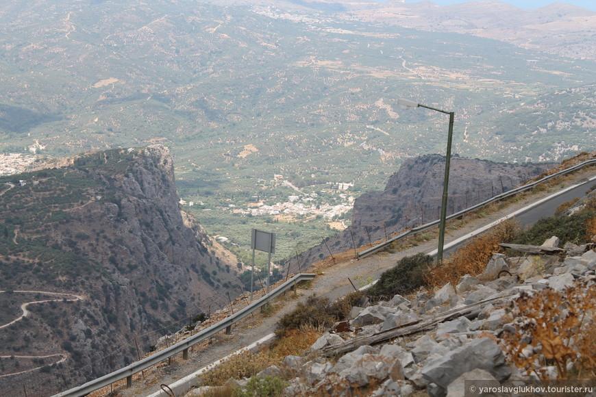 Вид на городки Эмпарос и Марфа.