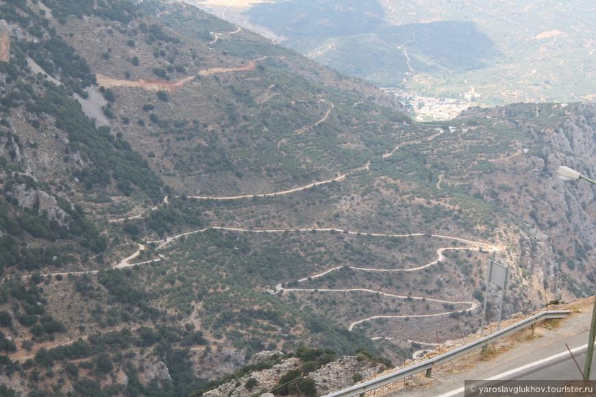 Очень извилистая Критская дорога.