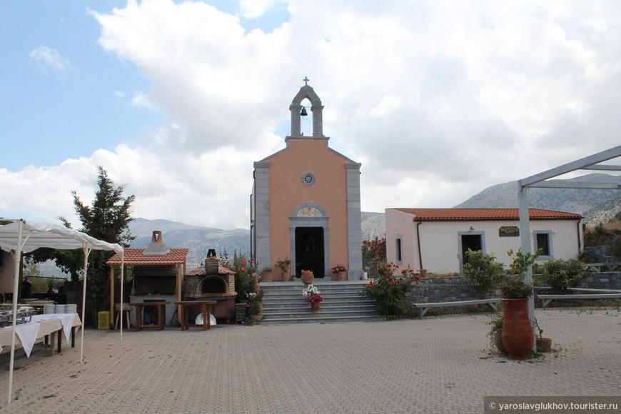 Церквушка в Эко-Зоо-Парке.