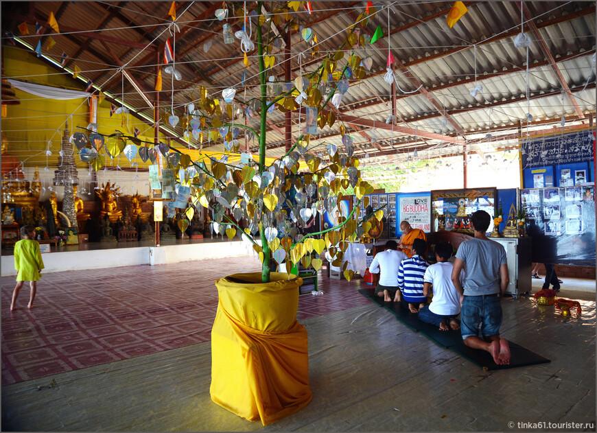 В храме Большого Будды.
