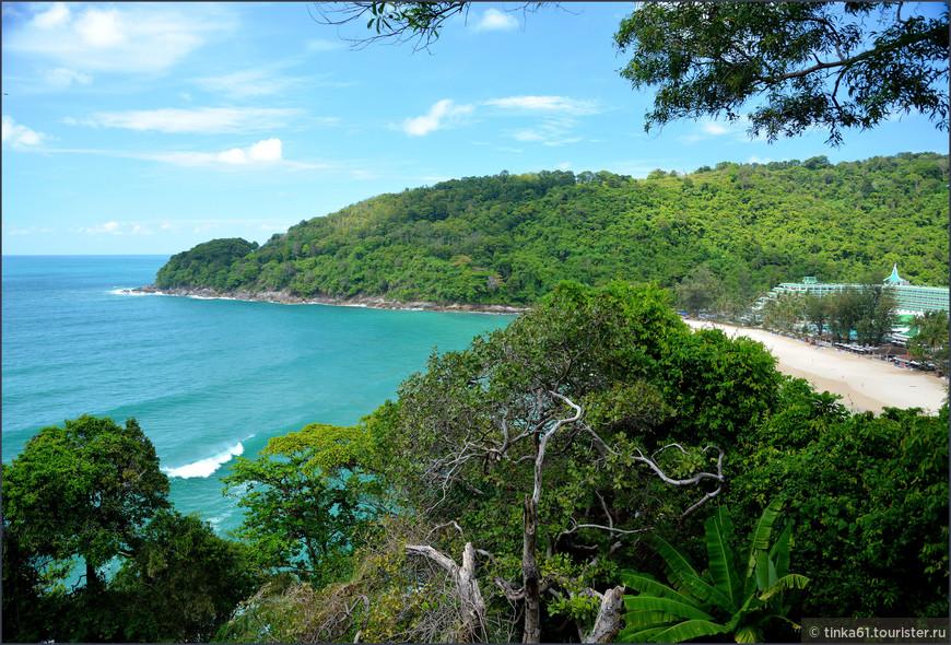 Вид на отель, пляж и Андаманское море.
