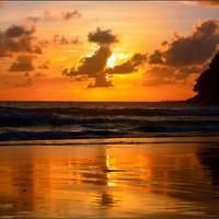 Здесь и далее потрясающие закаты Пхукета.