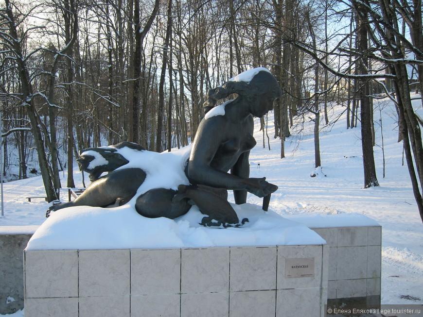 Скульптура Ратничеле возле мостика через реку Ратничеле, скульптор Б. Вишняускас. 1959 г.