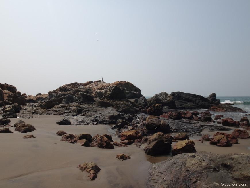 Идем по пляжу в поисках шейка, они здесь недалеко друг от друга, но метров 300 нужно пройти.