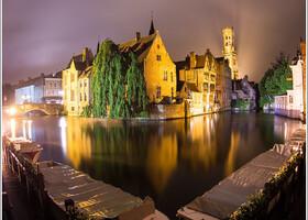 Самый фотографируемый вид Брюгге.  Фото сделано под проливным дождем на длинной выдержке ценой промокания до нитки))