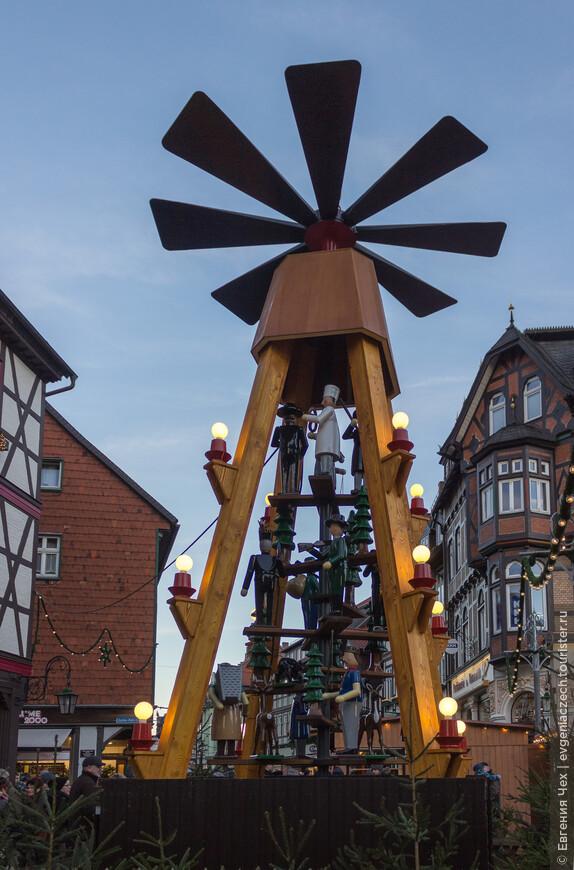 Традиционная рождественская пирамида