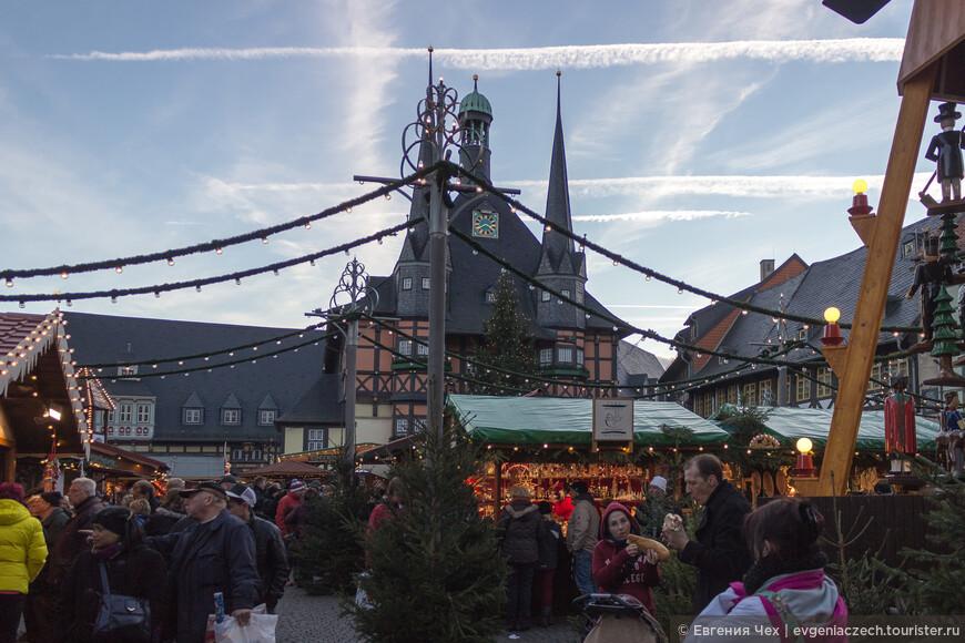 Рождественский рынок в разгаре