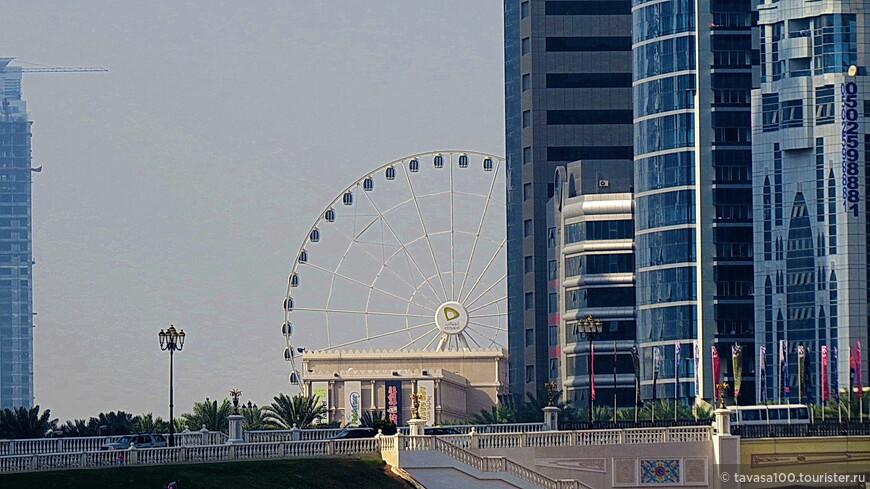 Колесо обозрения Око Эмиратов. Не катались, но в январе 2015 будем в Шардже и обязательно восполним этот пробел.