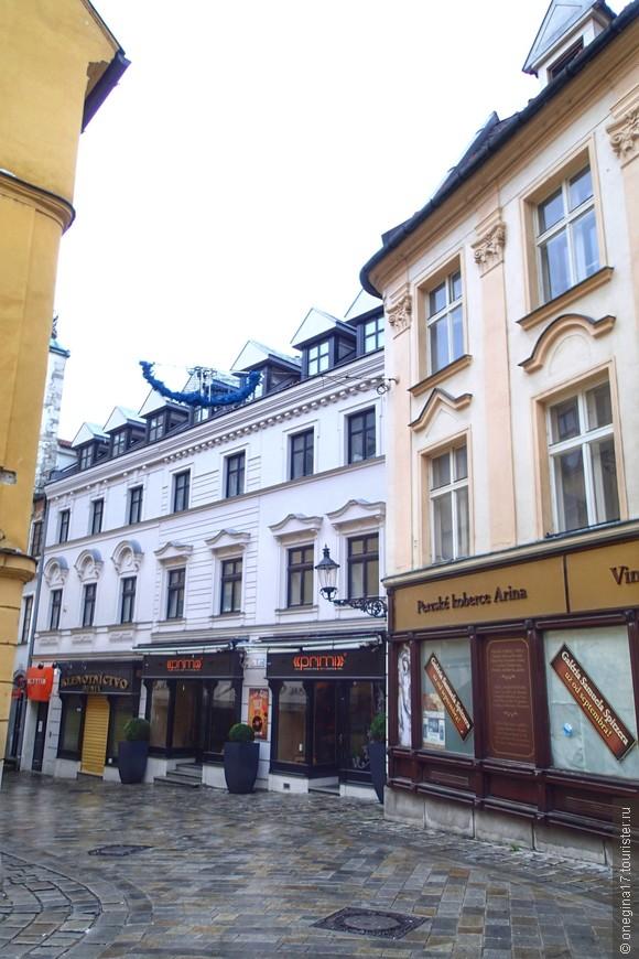 Михальская улица. Здесь начинается Старый город.