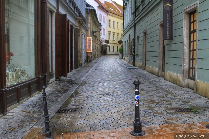 В чем прелесть старого города? В древней брусчатке?