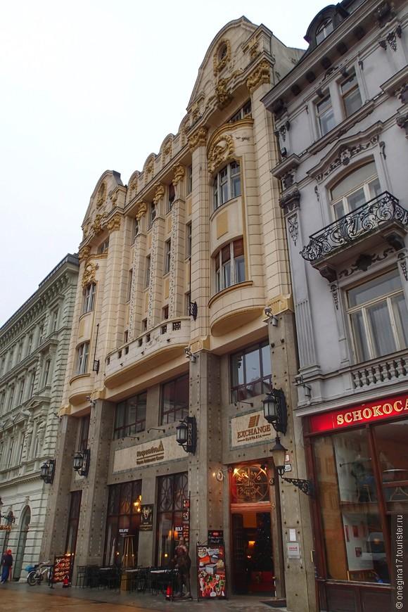 Главная площадь Братиславы - Главне Место.