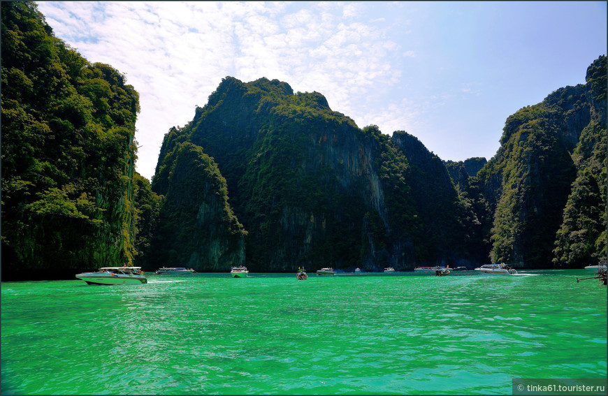 Соседние бухты на острове Пхи-Пхи-Лей.