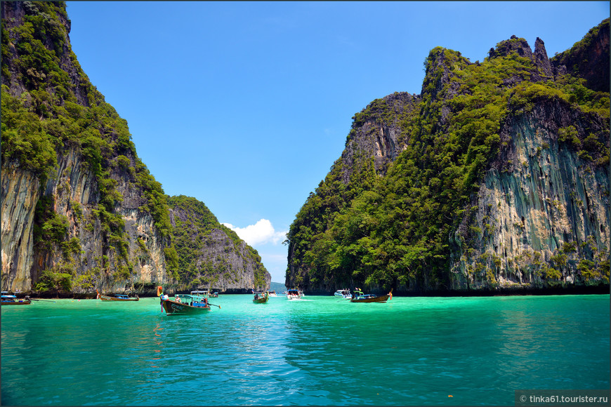 Красота неописуемая, но количество лодок с туристами зашкаливает.