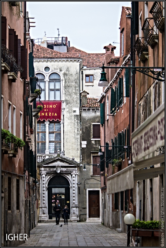 за возможность спокойно,не толкаясь по Венеции ходить