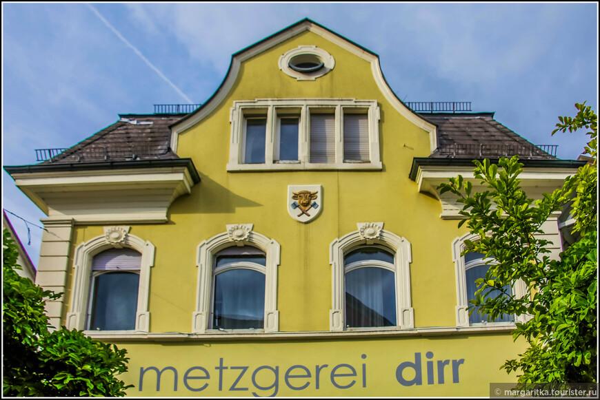старое название Тингена - Хохрайн, что в переводе с немецкого означет Высокий Райн. И по ныне существует его жд станция под называнием - Хохрайн (Hohrain)