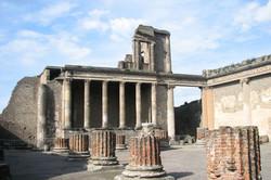 Помпеи отреставрируют с помощью возвращенных туристами обломков