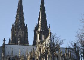 В Кёльн мы приехали на поезде. На выходе с вокзала нас встречает громадина-Кёльнский собор. Это уже наша не первая поездка в Кёльн, поэтому отложим визит в собор на пару дней.
