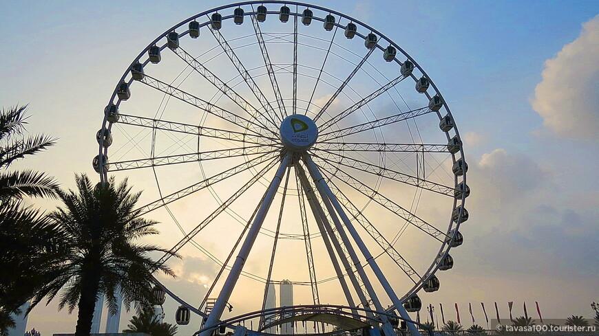 На набережной Аль-Касба  в Шардже находится самое большое колесо обозрения в ОАЕ- Око Эмиратов.