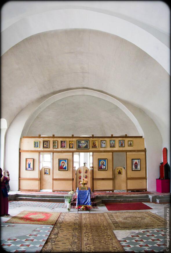 При храме ведется большая миссионерская и духовно-просветительская деятельность. Святыни. В соборе поставили резную икону Николы Можайского, сделанную по подобию чудотворной, находящейся в Третьяковской галерее в Москве.