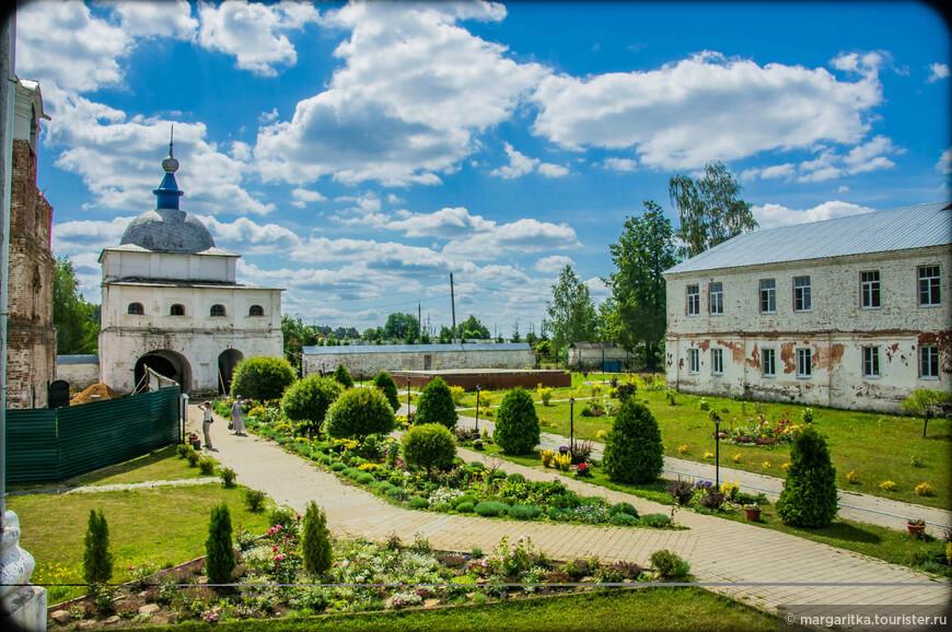 ворота въездные восточные - 1780г постройки