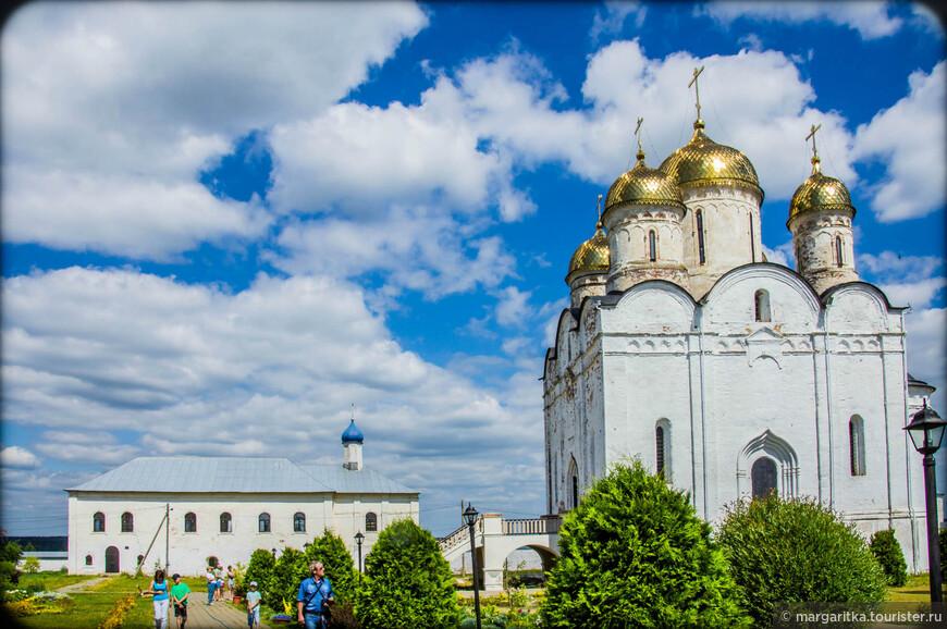 На сегодняшний день доминантой Лужецкого монастыря является Собор Рождества Пресвятой Богородицы (1524-1547 г.г.).