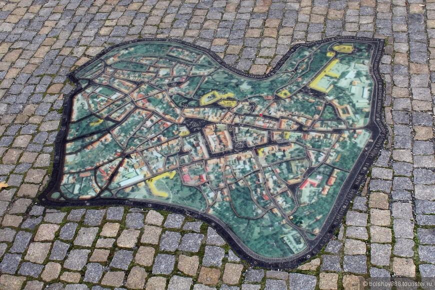 Вот ещё порадовало что-карта города в пешей зоне.