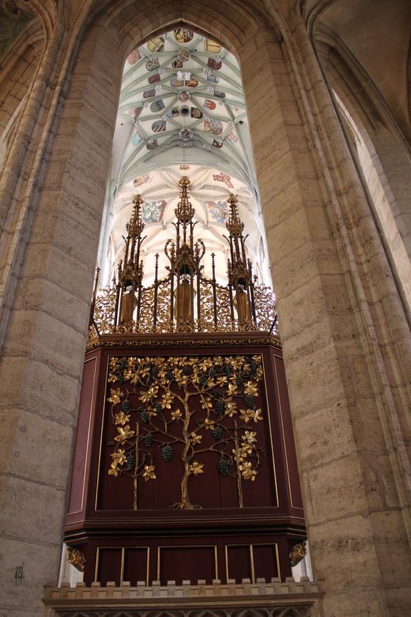 В храме святой Варвары или Барбары...Как кому нравится.......