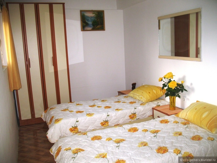 желтая спальня (две кровати, шкаф).JPG