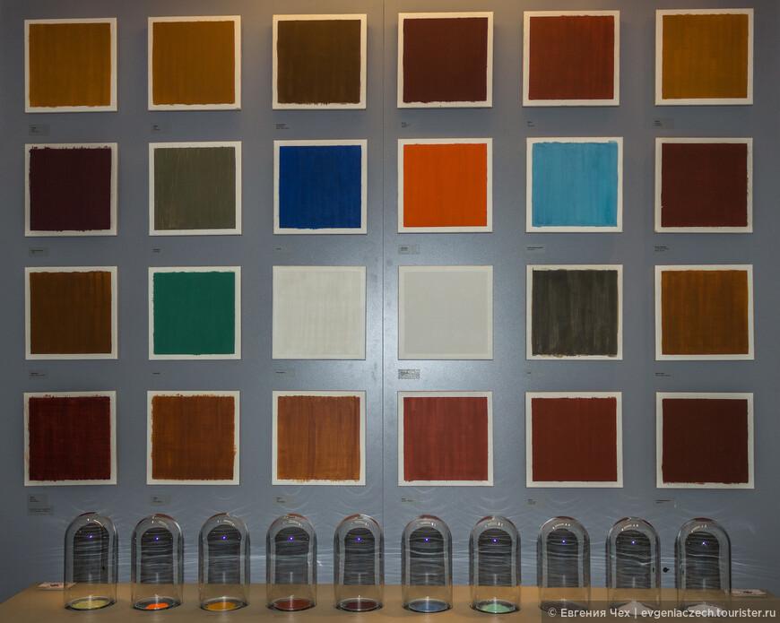 А это минералы и краски, получаемые из них - малахит, например, индиго, охра.