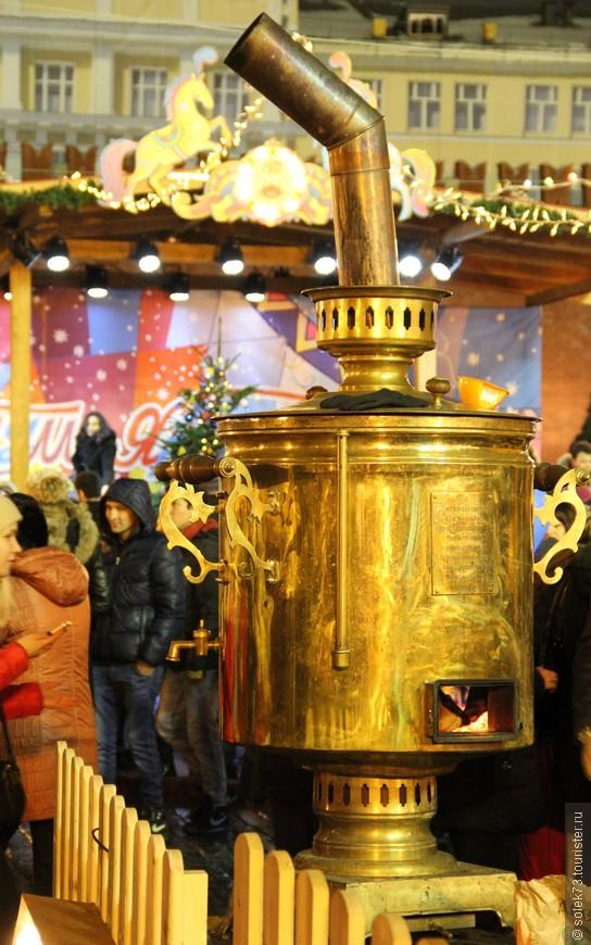 Того кто замёрз, отпаивали горячим чаем из самого  Господина-Самовара.....