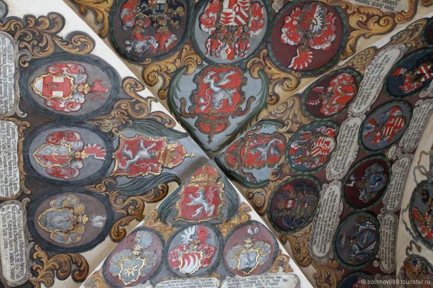 Ещё одна игра......Найдите 2 одинаковых герба в старом Королевском дворце в Пражском граде.