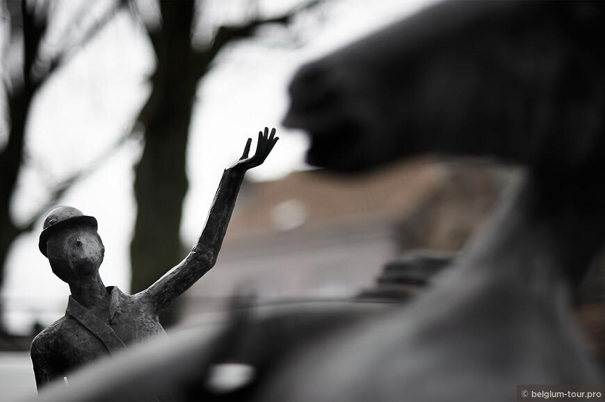 """Детали скульптурной композиции """" Греческие Боги посещают Брюгге"""""""