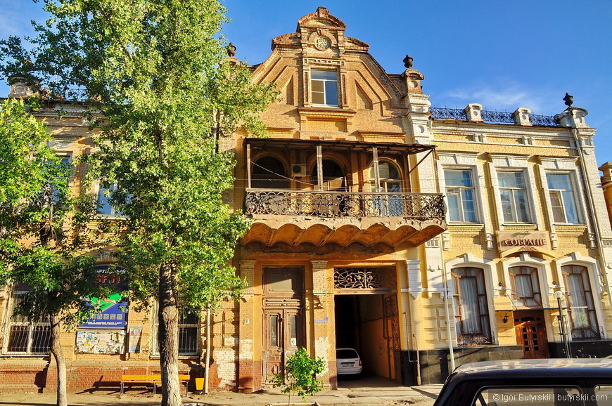 12. За территорией кремля тоже есть очень интересные архитектурные достопримечательности.