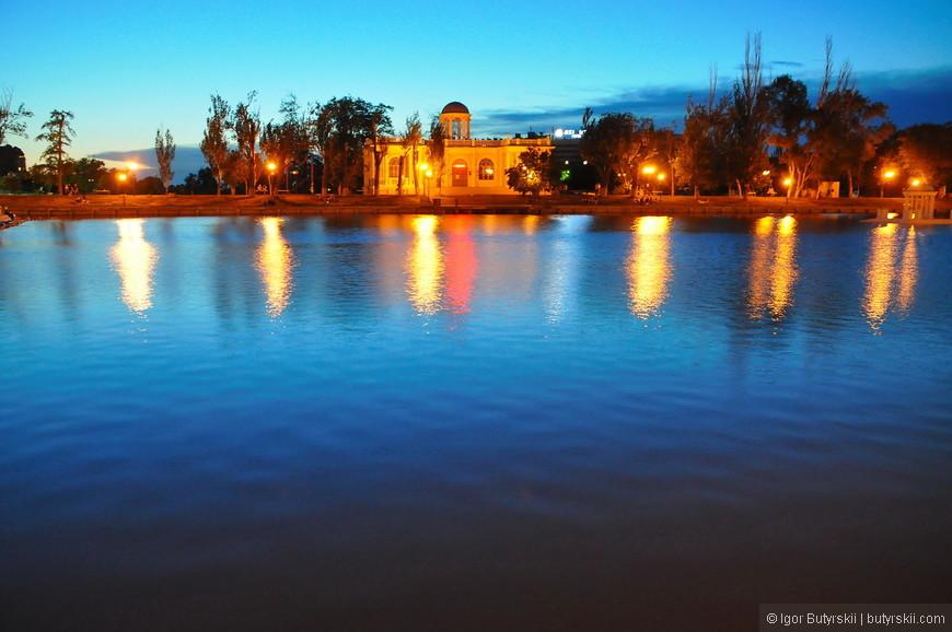 24. Лебединое озеро вечером.