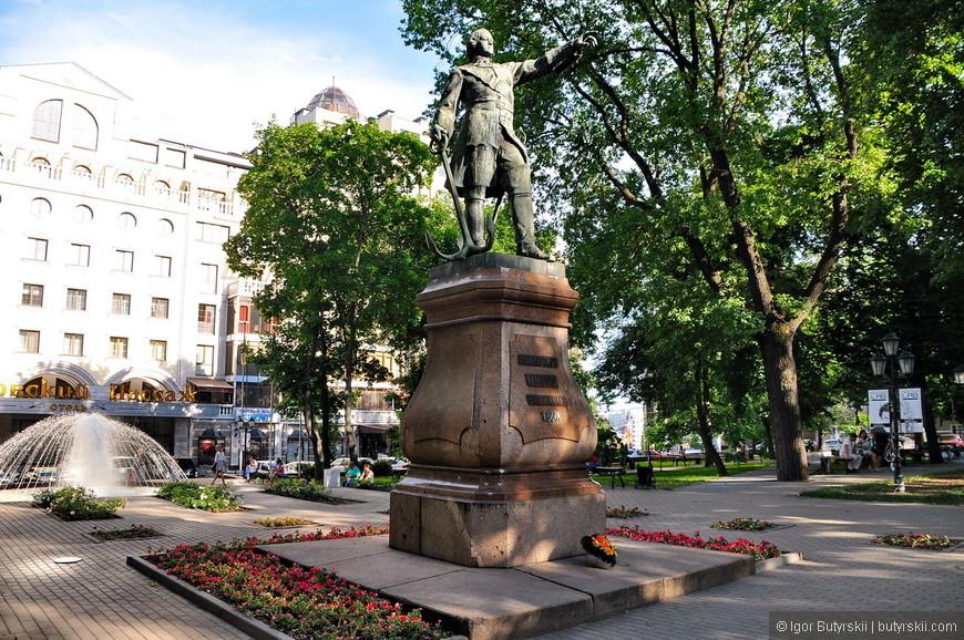 03. Памятник Петру I в Петровском сквере.