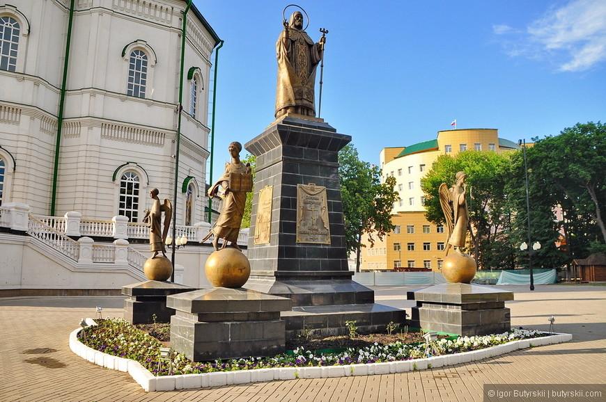 08. Вокруг Благовещенского кафедрального собора множество интересных объектов. Вот скульптурная композиция.