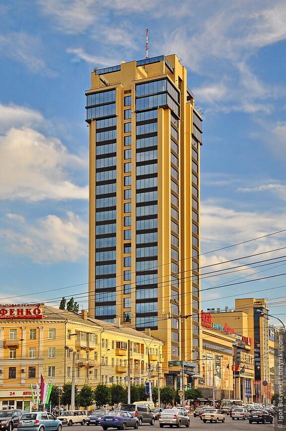 17. Самое высокое здание в Воронеже - Галерея Чижова. 100 метров высотой.