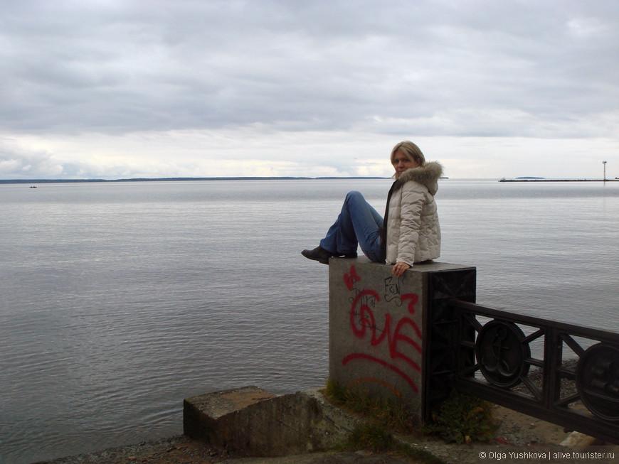 Погода в Петрозаводске по приезду была почти ноябрьская... Ходили фактически в зимних куртках...