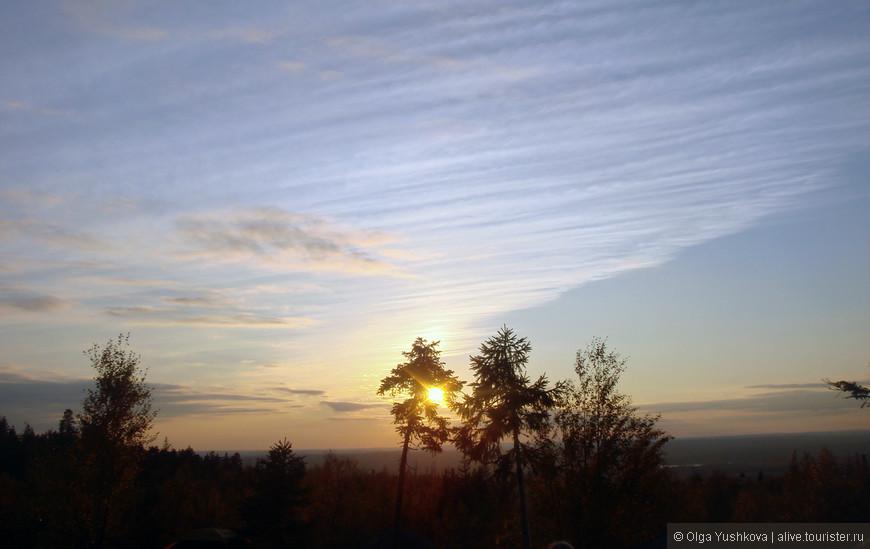 Снятый на мой маленький розовенький фотоаппаратик, закат оказался вот таким )))))))))))))))