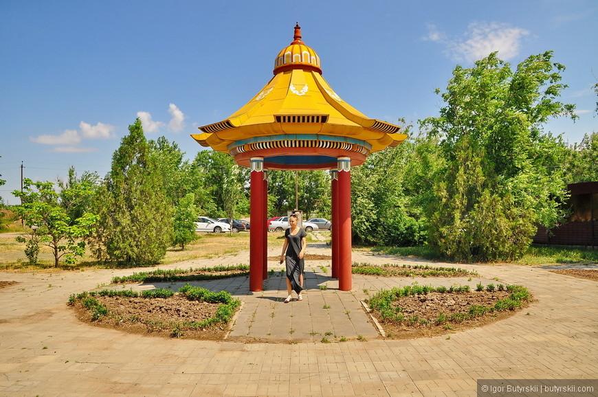 02. В городе повсеместно встречаются архитектурные отсылки к буддизму. Очень не привычно для России.