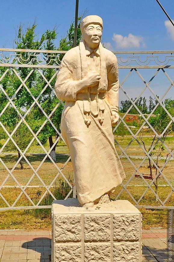 03. Памятники и скульптуры тоже буддистской направленности.