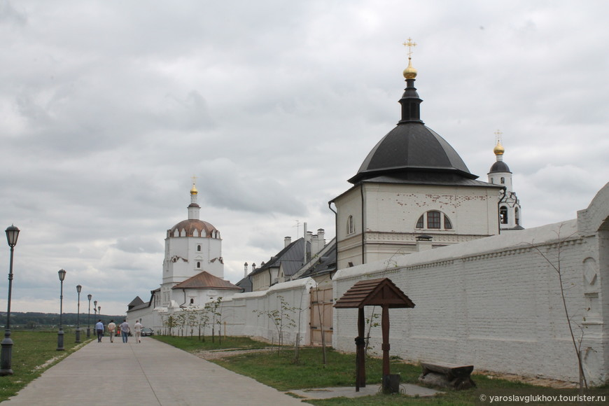 Братский корпус Успенского монастыря.