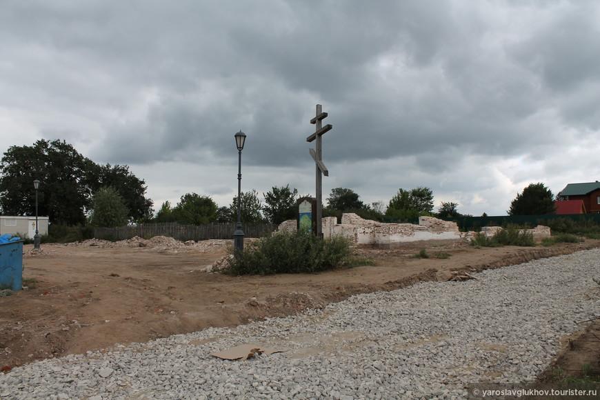 Руины Никольской церкви.