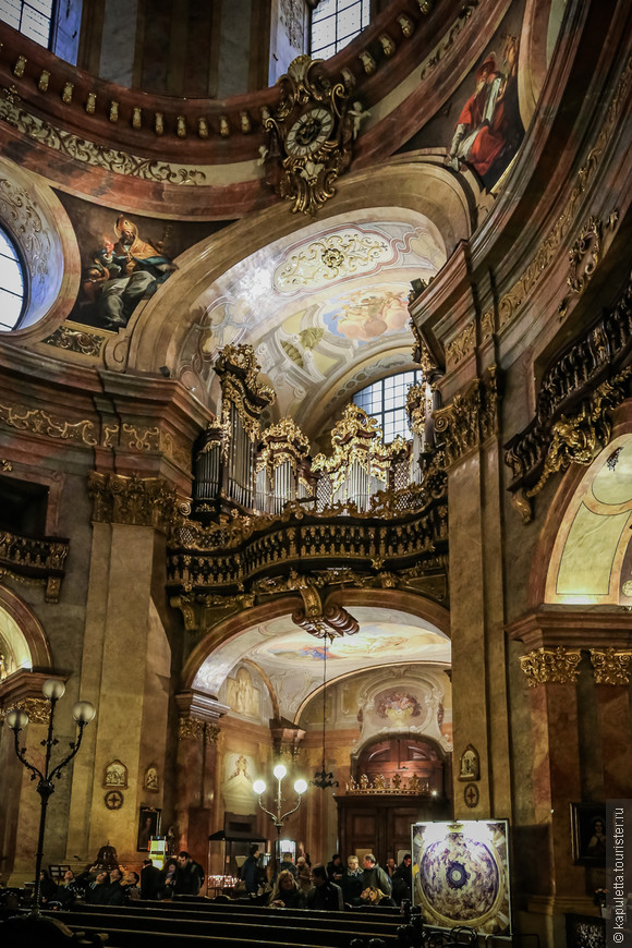 В Петерскирхе - по мнению многих,  едва ли не лучший орган Вены.